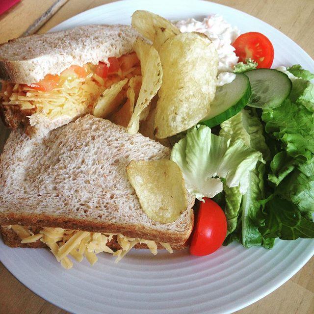 Instagram media acrazylady - Sandwich met kaas en tomaat #schotland