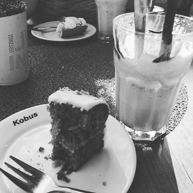 Instagram media acrazylady - Koffie met gebak met me zussie vanmiddag. Bijna vergeten foto te maken