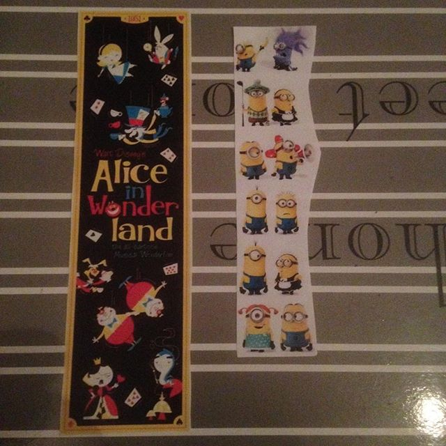 Instagram media acrazylady - Alice in wonderland & minions #boekenleggers