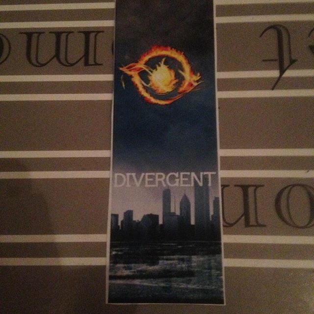 Instagram media acrazylady - #divergent #boekenlegger