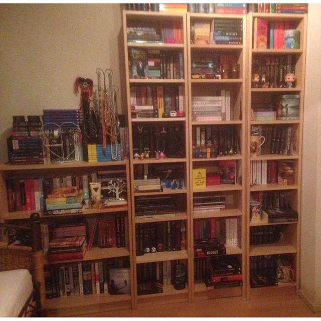Instagram media acrazylady - Mijn boekenkast
