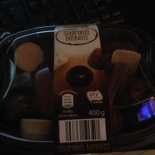 Instagram media acrazylady - Chocolade en james bond. Mijn vrijdagavond