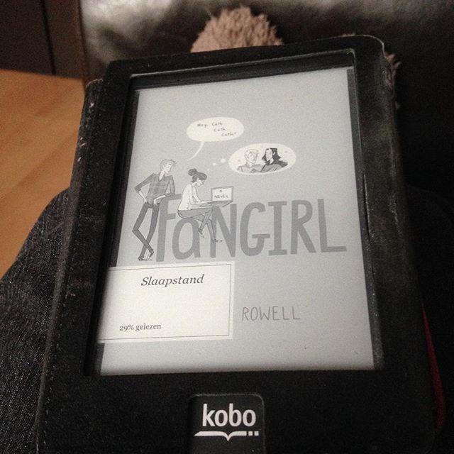 Instagram media acrazylady - Nu aan het lezen #fangirl #rainbowrowell