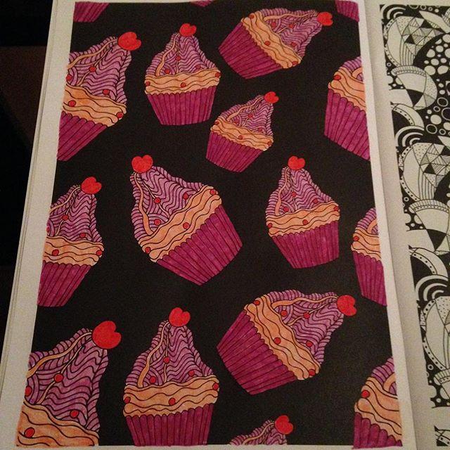 Instagram media acrazylady - #cupcakes #kleurenvoorvolwassenen #contrastkleuren #action