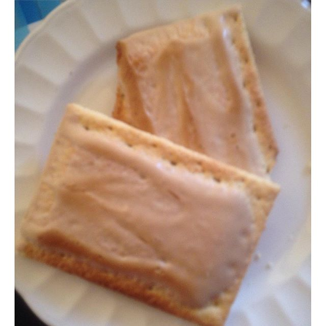 Instagram media acrazylady - Lekker ontbijtje dankzij me lieve zus #poptarts
