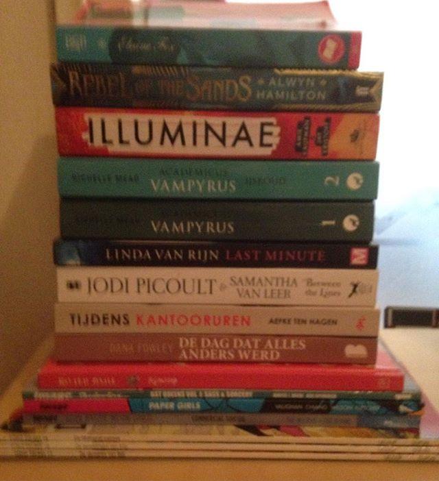 Instagram media acrazylady - 16 gelezen papieren boeken van de 24 boeken in mei