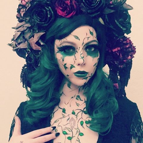 Welcome to The Secret Garden. #Halloween (makeup by me) 🎃✨💚🌹🌿 ✨