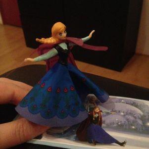 #kinderüberraschungmaxifürmädchen #frozen #annaskating