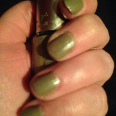 #notd barefoot through the moss #essence oude le twee laagjes