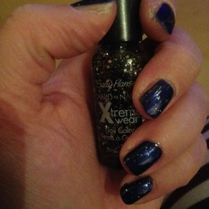 Plus 1 laagje spark in the dark #sallyhansen